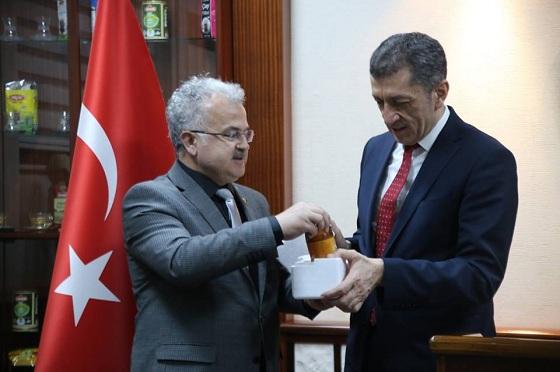 BAKAN ŞELÇUK'U ANZER BALI İLE RİZE'DEN UĞURLADI!..